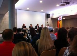 KV Reinach mit Julia Baumgartner (Juso), Esther Maag (Grüne Unabhängige), Frank Linhart (Moderation), Beatrix von Sury d'Aspremont und Patrick Schäfli (SVP)